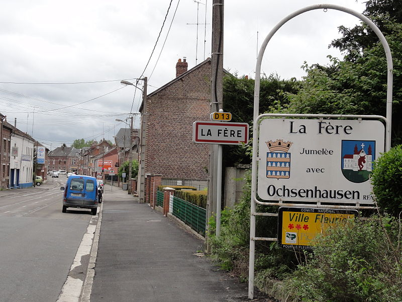 La Fère (Aisne) city limit sign