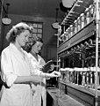 Laboratory workers Bernice Galletly (left) and Kathleen Killoran (39243396320).jpg