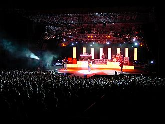 Sound reinforcement system - Large outdoor pop music concerts use complex and powerful sound reinforcement systems.