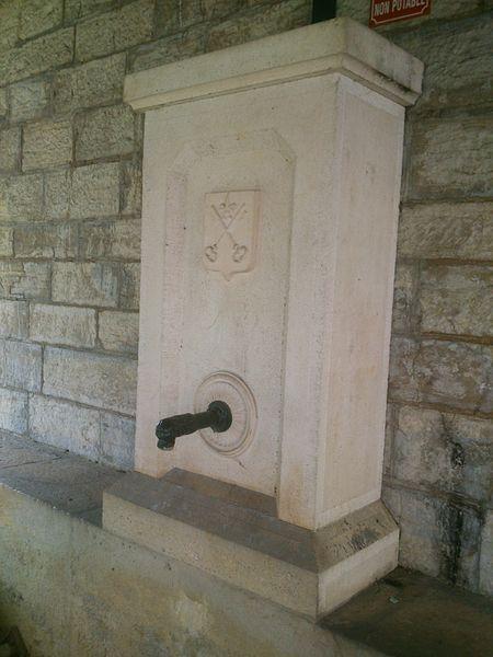 Détail de la fontaine du lavoir de Dampierre-sur-le-Doubs