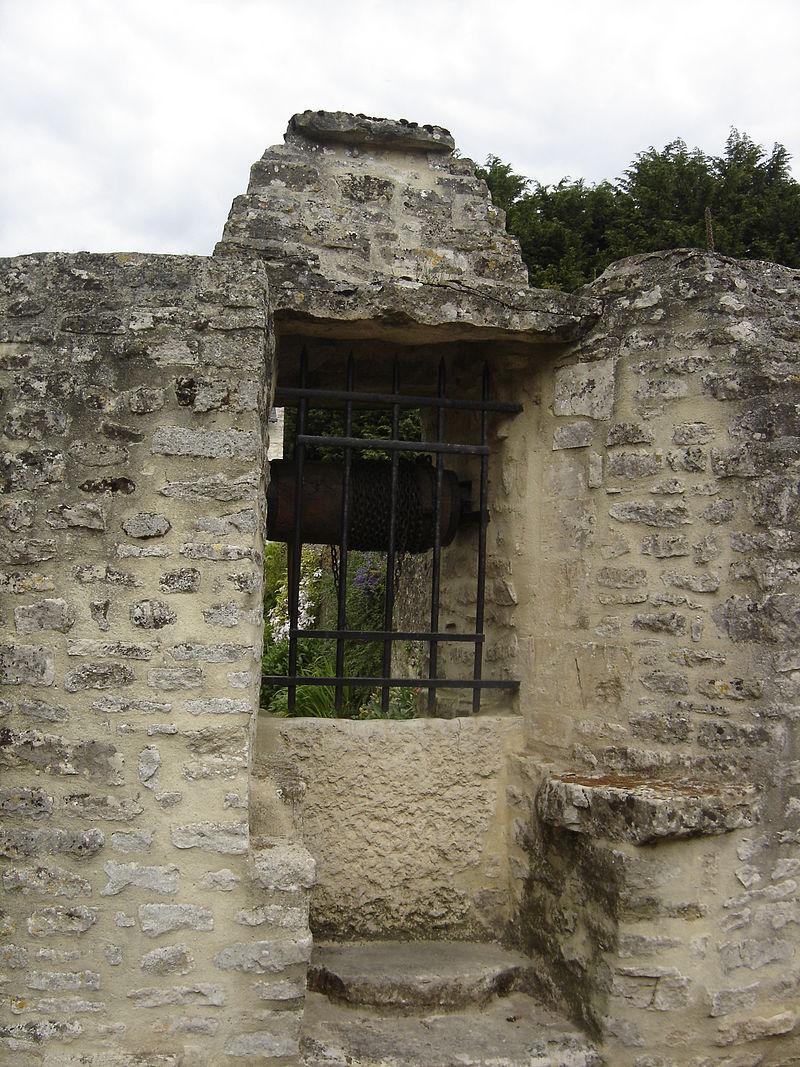 Le Manoir (Calvados) puits couvert.JPG