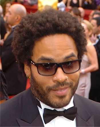 English: Lenny Kravitz greets Staff Sgt. Walte...