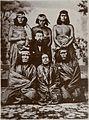 Lewis Jones con aborígenes ca.1867.jpg