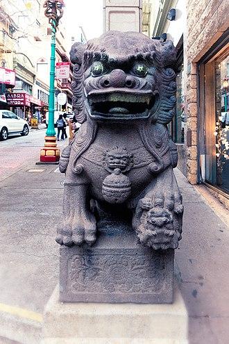 Dragon Gate (San Francisco) - Image: Lion by Chinatown Gate (18124233650)