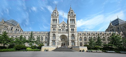 The Natural History Museum in London London Natural History Museum Panorama.jpg