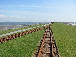 Zig zag (railway) - Zig zag to cross the outer dyke on the railway serving the island of Nordstrandischmoor off the German North Sea coast