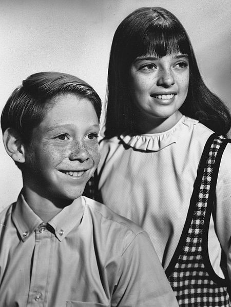 File:Lost in Space Billy Mumy Angela Cartwright 1965.jpg