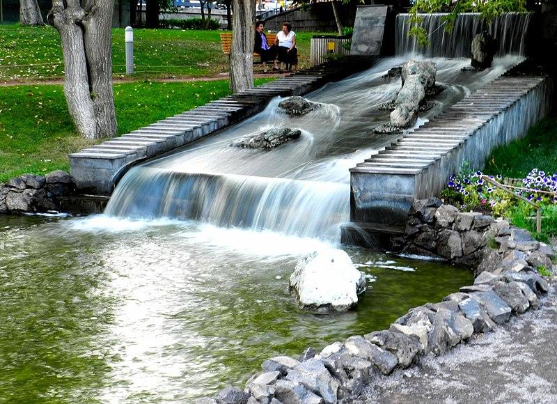 File:Lovers Park Yerevan Armenia.jpg