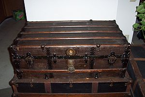 Trunk (luggage) - A low-profile cabin trunk from the early 1900s