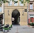 Luxemb City square Guillaume II passage H de ville.jpg