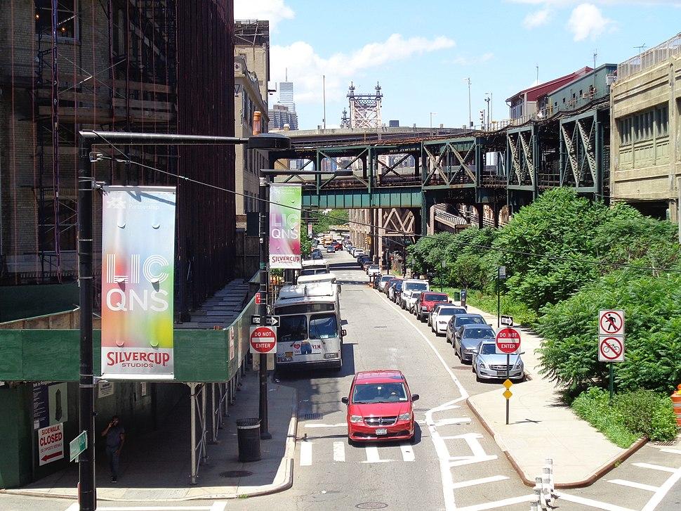 MTA Queens Plz S Crescent St 03