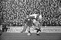 MVV tegen Ajax 1-1. Duel van Piet Keizer (rechts) en Co Prins, Bestanddeelnr 923-2053.jpg