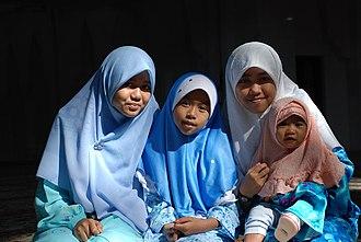 Women in Malaysia - Muslim girls in Malaysia.