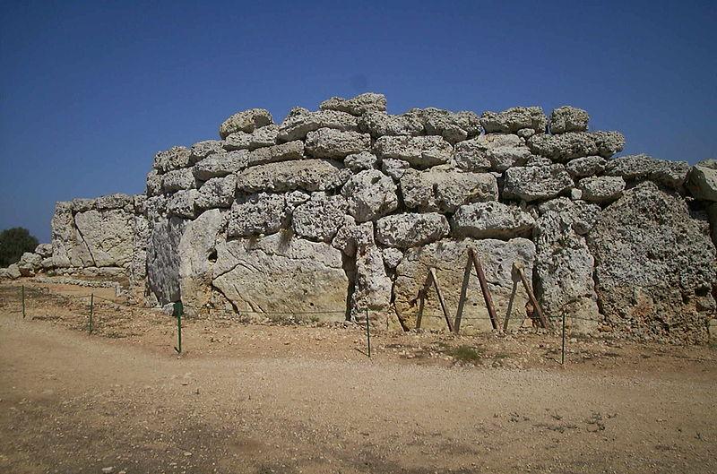 File:Malta Templo dei Ggantija-1-.jpg