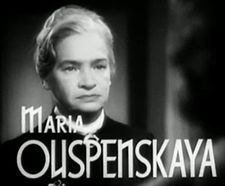 Maria Ouspenskaya in Waterloo Bridge trailer.jpg