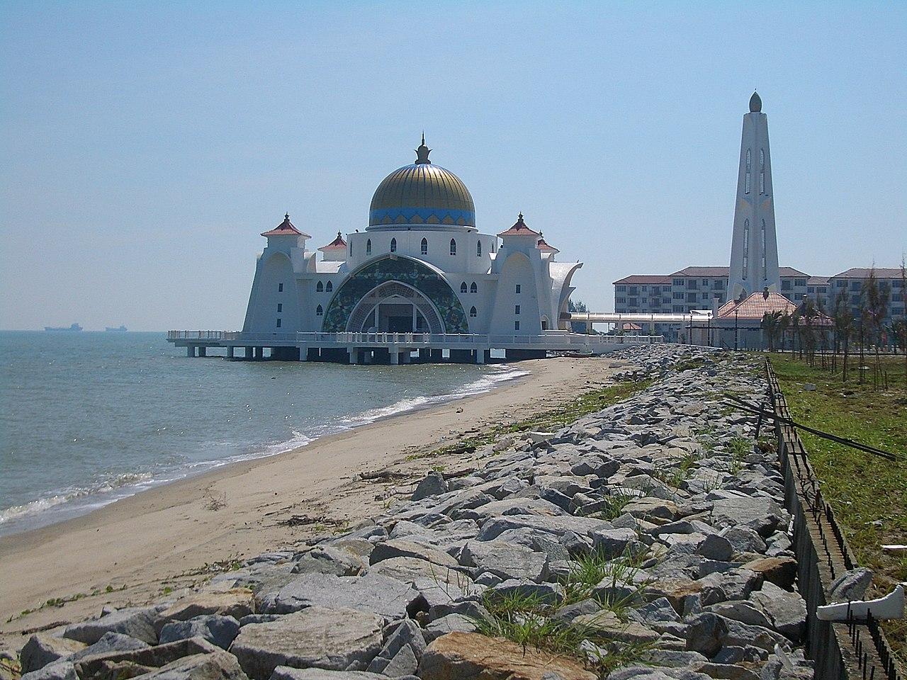 Masjid Selat Di Pulau Melaka