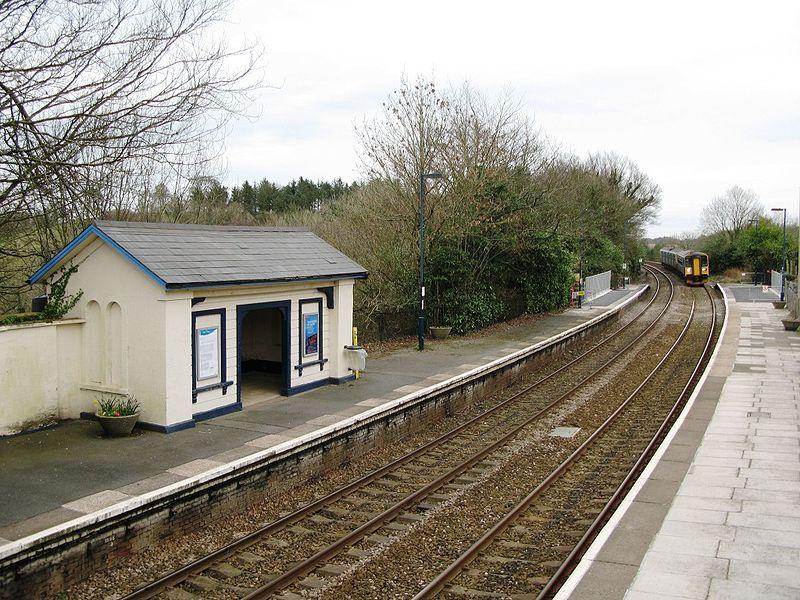 File:Menheniot station 153380 150281.jpg