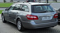 Mercedes E 200 CDI BlueEFFICIENCY Serienausstattung T-Modell (S212) rear 20100402.jpg
