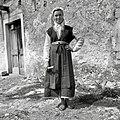 """Milka Ivančič iz Golca, oblečena v žensko čičko suknjo """"gugran"""" (rokavi manjkajo!), kašuljo, firtah, kanico in fačou 1955 (2).jpg"""
