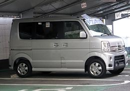 Mitsubishi TOWNBOX G (DS64W) right.JPG