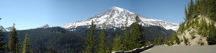 Mount Rainier panorama 2.jpg