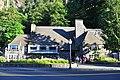 Multnomah Falls Lodge 01 (14412494840).jpg