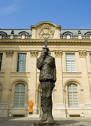 Musée d'Art et d'Histoire du Judaïsme - The statue of Captain Dreyfus in the courtyard of the Hôtel de Saint-Aignan