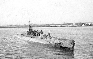 USS L-2 off the Philadelphia Navy Yard, 1919