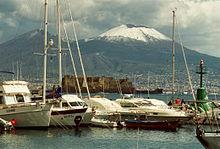 Vesuvio con la bocca innevata visto da Mergellina