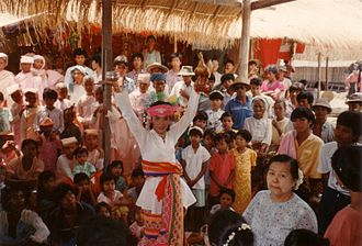 Nat (spirit) -  A nat kadaw dressed as U Min Gyaw at a nat pwè in Mingun, August 1989