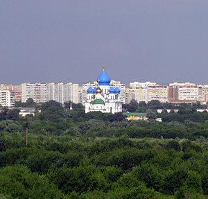 Nikolo-Perervinsky Monastery - The monastery is encircled by modern apartment buildings.