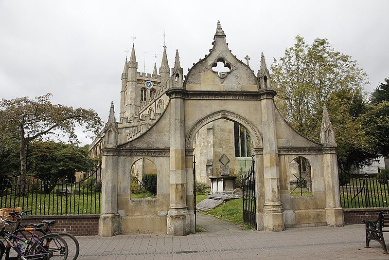 File:North gateway to St Nicholas Church Newbury Geograph-3200669-by-Bill-Nicholls.jpg