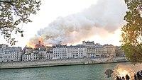 Notre-Dame de Paris, Incendie 15 avril 2019 19h31.59.jpg