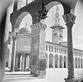 Omayaden moskee, de noordzijde van het voorplein met een minaret en fontein, Bestanddeelnr 255-5904.jpg