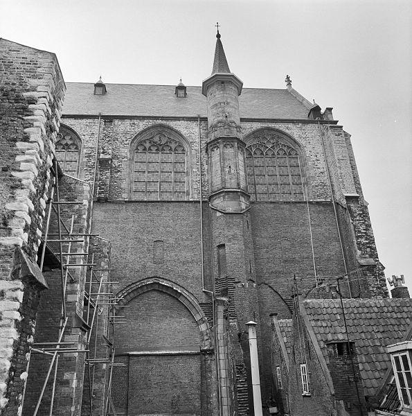 File:Oost gevel noord-transept - Leiden - 20134337 - RCE.jpg