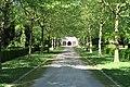 Ostfriedhof Ahlen.Weg zur Trauerhalle.nnw.jpg