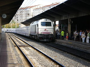 Talgo - Talgo and 334 locomotive in Ourense railway station