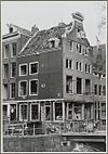 overzicht zijgevel en voorgevel huis met schade - amsterdam - 20319425 - rce