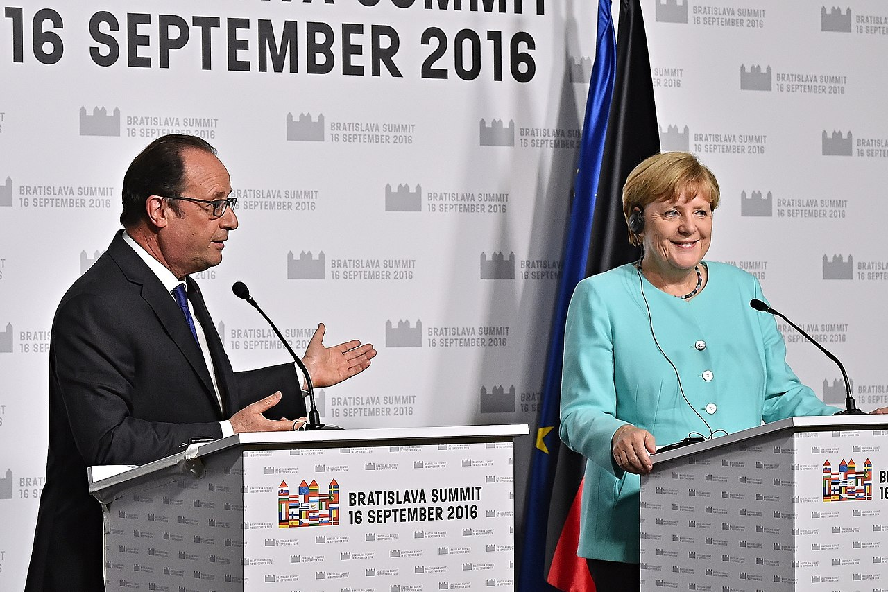 PRESS CONFERENCE MERKEL-HOLLANDE - BRATISLAVA SUMMIT 16. SEPTEMBER 2016 (29100315653).jpg