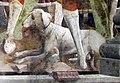 Palazzo schifanoia, salone dei mesi, 04 aprile (f. del cossa), Borso assiste al Palio di San Giorgio e dà moneta al buffone Scoccola 02 cane.jpg