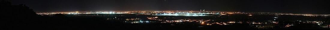 Nokta panoramo de Madrido ekde Paracuellos de Jarama, kaj la flughaveno Madrid-Barajas centre.