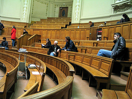 Lecture hall at the University of Paris, France Paris sorbonne colloque prog.jpg