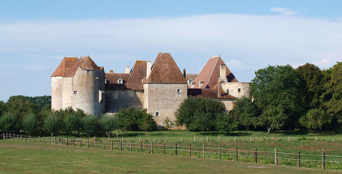 Perroy (Nièvre, France); le château de la Motte-Josserand