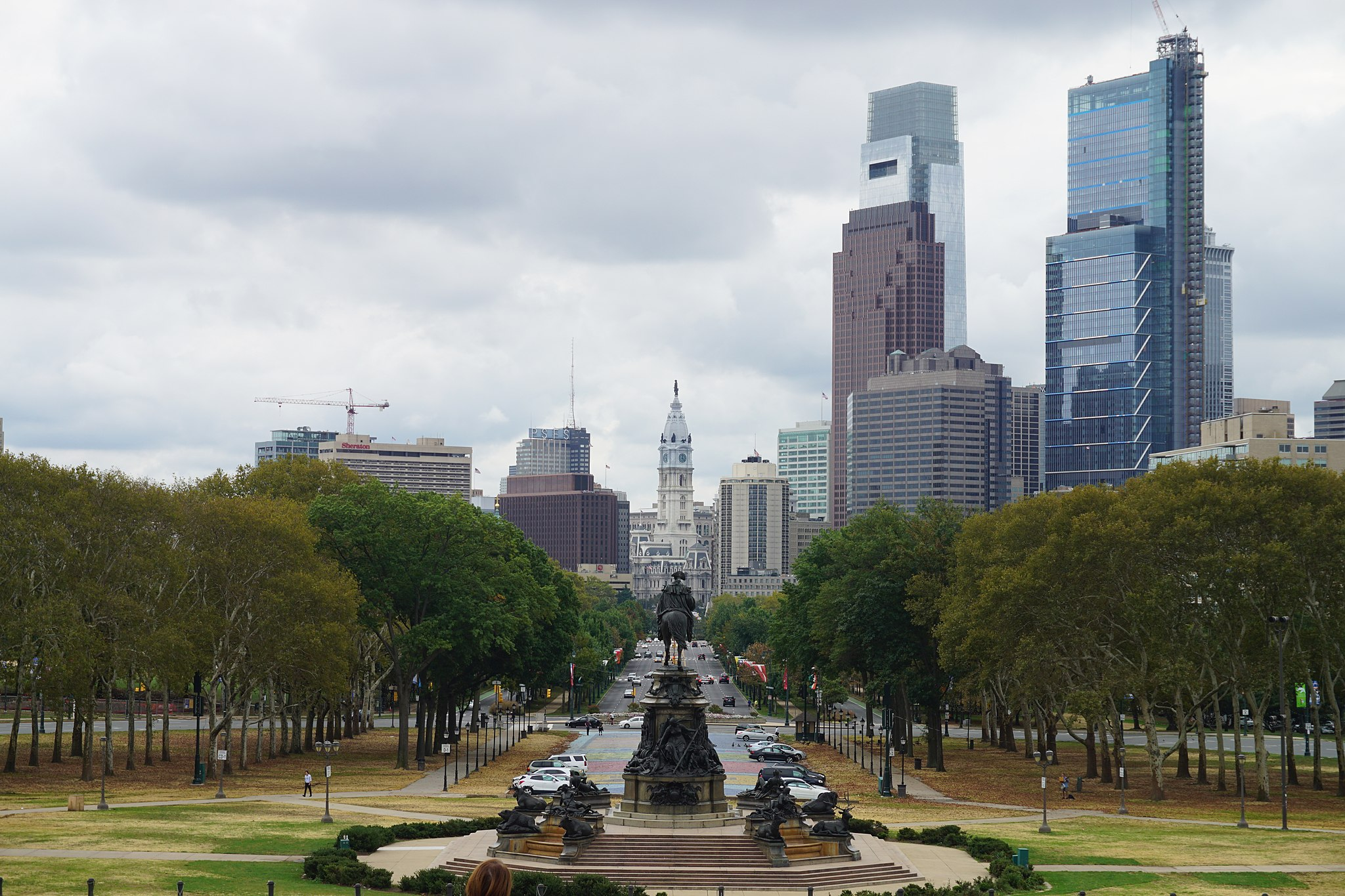 Philadelphia October 2017 20 (Benjamin Franklin Parkway from Philadelphia Museum of Art)
