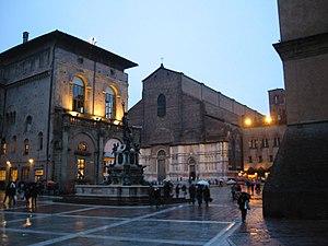 Piazza Maggiore - Picture of Neptune's statue with Basilica San Petronio in the background