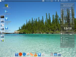Pinguy OS - Image: Pinguy os desktop 12 04