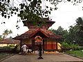 Pisharath Sreekrishna temple Valoor 171138.jpg