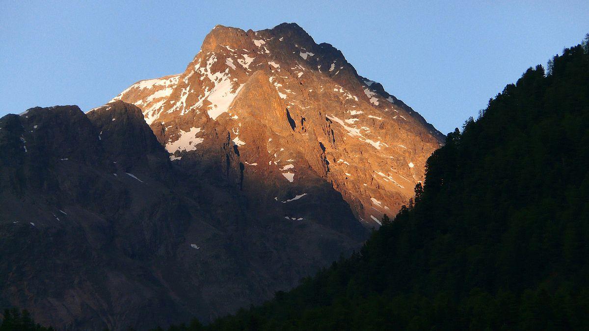Stellungnahme des BUWAL (Bundesamt für Umwelt, Wald und Landschaft) Original-E-Mail: Sehr geehrter Herr Gysel, Sie stellen zu Recht fest, dass die Rechtslage zur Frage von Biwakiieren und Campieren in der Schweiz sehr unterschiedlich ist.