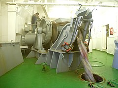 Polarstern anchor-winch hg.jpg