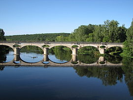 The railway bridge over the Vienne river, in Mazerolles